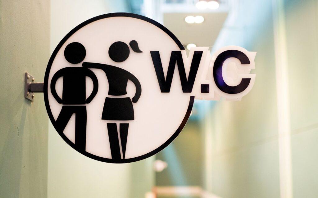 Αυτόματος καθαρισμός – απολύμανση WC